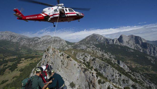 Práctica de rescate del Helicóptero del Gobierno de Cantabria con el GREIM de Liébana en la Arista de Pendes