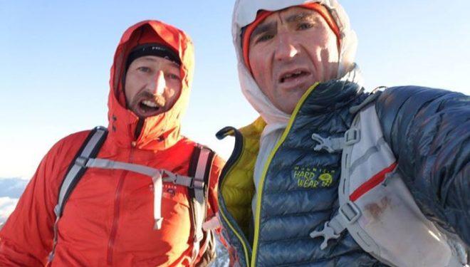 Daniel Mader y Ueli Steck en la cima del Lagginhorn (Alpes de Suiza)  (82 Summits)