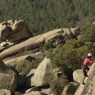 Una joven escaladora en el Cancho de los Brezos. (Darío Rodríguez)