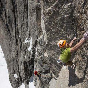 Cédric Lachat y Fabien Dugit en la liberación de Balade au clair de lune a la Aiguille du Fou (Mont Blanc)  (Thomas Vialletet/Petzl)