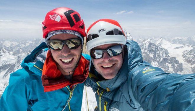 Andy Houseman y Jonathan Griffith en la cima oeste del Link Sar (Valle de Charakusa