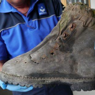 La bota de uno de los alpinistas japoneses desaparecidos en 1970 y encontrados en 2014  (Police cantonale valaisanne)