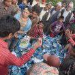 Reparto de comida en las aldeas de Nepal tras el terremoto que asoló el país el 25 abril 2015  (© Luis Miguel López Soriano)