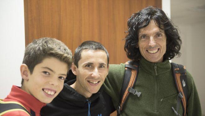 """David Macia con Ramón Julián """"Ramonet"""" y su hijo Lluc en la inauguración de la sala escalada Indoorwall Santiago de Compostela (septiembre 2015)"""