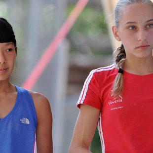 La estadounidense Ashima Shiraishi (izda) y la eslovena Janja Garnbret