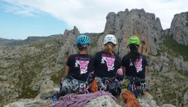 Escaladoras en el I encuentro femenino de escalada 2015. Calcena