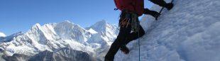 Ángel Salamanca y Jorge Martínez abren una ruta llamada Alpinismo Vagabundo a un pico virgen al que han bautizado como pico Boltaña (6430m.) al sur del Ama Dablam. Octubre 2015  (Col. Ángel Salamanca)