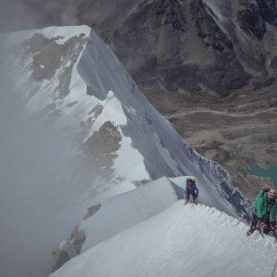 Alberto Iñurrategi y Mikel Zabalza ascendiemdo el Chamlang (7.319m) . 2015  (©Expedición WOPeak)