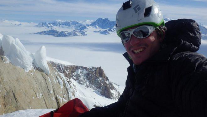Marc-André Leclerc en la cima de la Aguja Standhardt (septiembre 2015)  (Col. M-A. Leclerc)