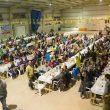 Disfrutando de la cena multitudinaria en el encuentro de escaladoras Neskalatzaileak 2015