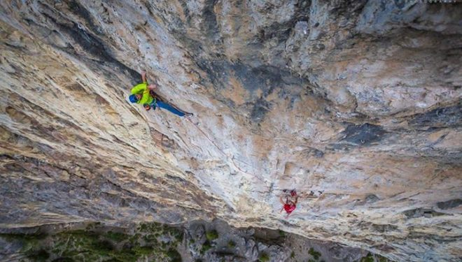 Sonnie Trotter en Blue jeans direct al Mt. Yamnuska (Rocosas Canadienses). 2015  (John Price)