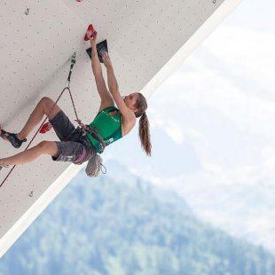 Jessica Pilz en la Copa del Mundo de Wujiang 2015  (Austria Climbing Team)