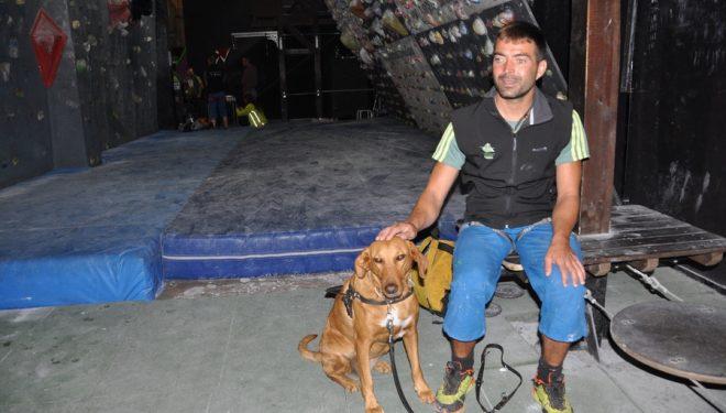 Javi Aguilar y su perra lazarilla Ama