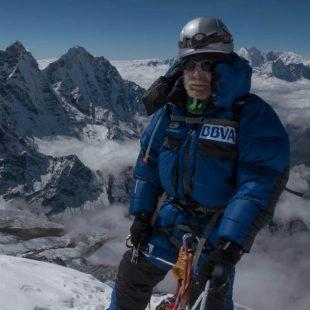 Carlos Soria en la cumbre del Ama Dablam (6.812 m). 2015 (©Luis Miguel López Soriano)