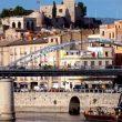 Puente sobre el río Ebro en Tortosa. Sobre la colina que domina la ciudad