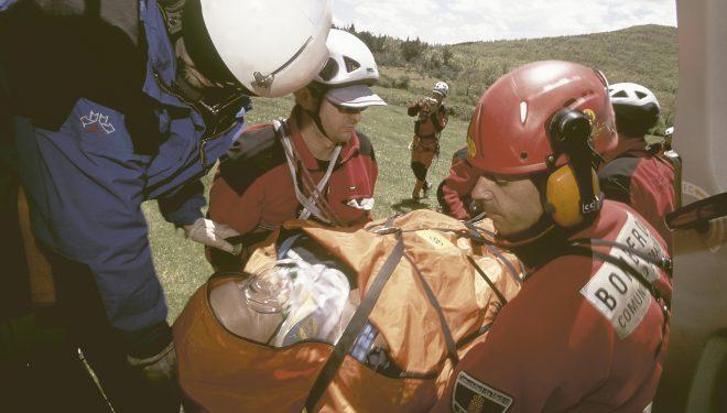 Simulacro de evacuación de una víctima en la Sierra de Guadarrama por el Grupo especial de rescate en altura.  (Darío Rodríguez/Desnivelpress)