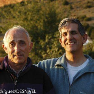 La cordada Ursi Abajo (izda) y Jesús Ibarzo en los Mallos de Riglos (2004)  ()