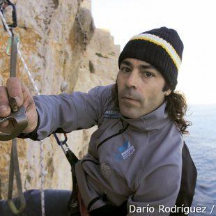 Manuel Sánchez Heavy muestra un parabolt roto. (Darío Rodríguez)