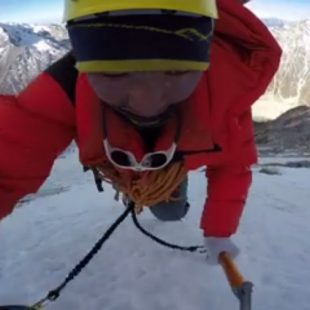 Mingma Gyalje Sherpa durante su ascensión en solitario de en la cara oeste del Chobutse (Rolwaling
