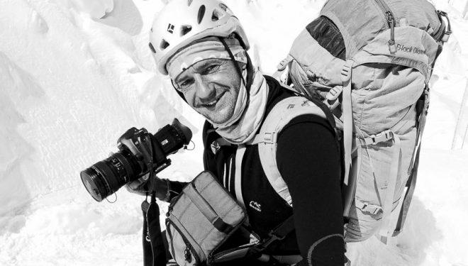 Ferrán Latorre filmando en la Cascada de Hielo del Everest (2011)  (c) Darío Rodríguez/DESNIVEL)