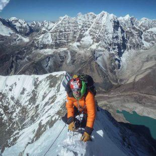 Alberto Iñurrategi en la ascensión al Chamlang (7.319m). 2015  (©Expedición WOPeak)