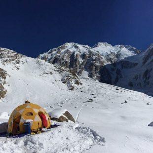 Campo base de Simone Moro y Tamara Lunger en la vertiente Diamir del Nanga Parbat. Diciembre 2015  (Col. S. Moro)