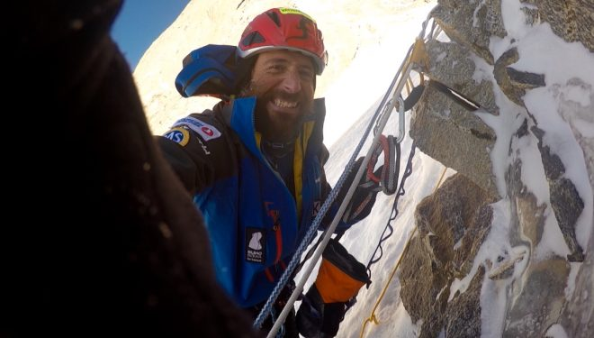 Álex Txikon en la base del muro Kinshofer (6.050m) del Nanga Parbat invernal. Enero 2016  ()