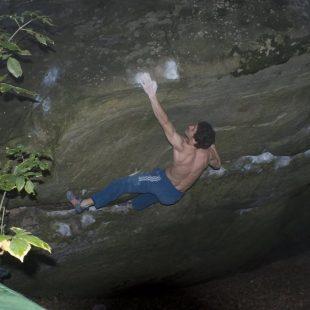 Guillaume Glairon-Mondet en Le pied à coulisse 8C+ de Fontainebleau  (Col. G. Glairon-Mondet)