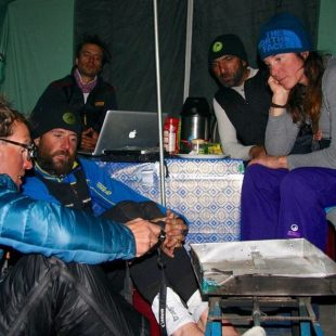 Los cinco alpinistas que quedan en el CB del Diamir: Simone Moro