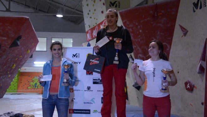 Podio femenino absoluto del IV Open de Bloque 2016 celebrado en el rocódromo Deu Dits. 1º-Ruth Casas