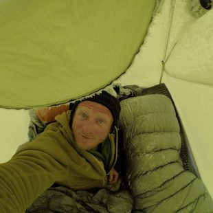 Tomek Mackiewicz volverá a su gélida tienda en el Nanga Parbat invernal  (Col. T. Mackiewicz)