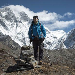 Carlos Soria en el Valle del Khumbu con el Lotse y el Island Peak de fondo.  (BBVA)