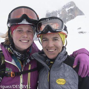 Uxue Fraile y Libe Leibar ganadoras en categoría femenina primera etapa de la 41 Travesía Andrés de Regil 2016  (©Darío Rodríguez/DESNIVEL)