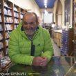 Juanito Oiarzabal (a punto de partir al Dhaulagiri para completar su proyecto 2x14x8000) en la proyección del documental Bájame una estrella de Juanjo San Sebastian en la librería Desnivel.  (Darío Rodríguez / Desnivel)