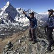 Carlos Soria en el trekking aclimatación antes de intentar ascender el Kangchenjunga. En la foto con Sito Carcavilla en la cima del Chukung Ri (5.535 m.)