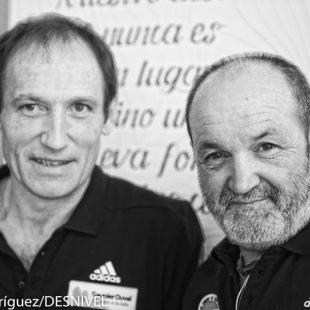 Juanito Oiarzabal y Alberto Zerain en marzo 2016 en la presentación de su proyecto 2x14x8000  (© Darío Rodríguez/DESNIVEL)