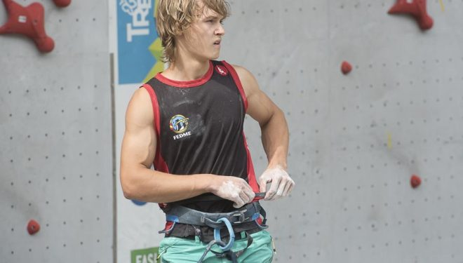 Mikel Linacisoro tras competir en la semifinal Campeonato Mundo Juvenil celebrado en Arco (2015). Pasó a la final  (© Darío Rodríguez/DESNIVEL)