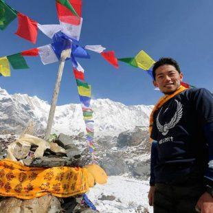 Nobukazu Kuriki en el campo base de la cara sur del Annapurna  (Col. N. Kuriki)