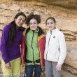 Daila Ojeda con las jóvenes escaladoras María Benach (13 años) y Laura Rogora (14)en Margalef (mayo 2016).  (© Darío Rodríguez/DESNIVEL)