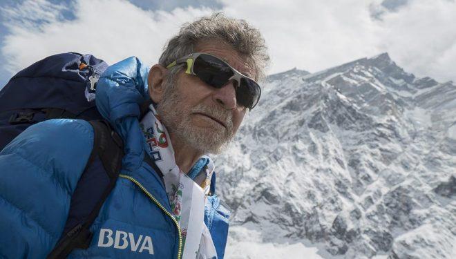 Carlos Soria delante del Annapurna antes de ascenderlo el 1 de mayo 2016  (© Expedición BBVA)