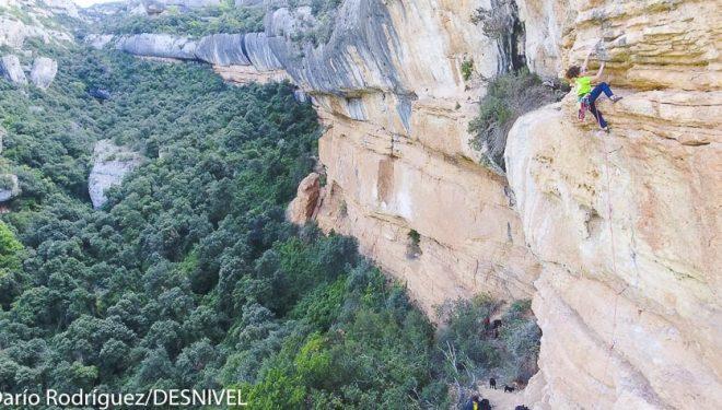 Maria Benach escalando en Margalef
