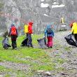 Recogida de basura en la Arc`teryx Alpine Academy 2016  ()