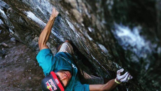 Rustam Gelmanov en Hypnotized minds 8C+ de Rocky Mountain National Park  (Foto: Eddie Fowke / The Circuit Climbing)
