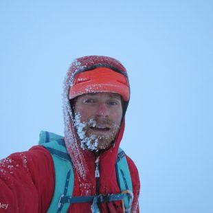 durante el épico descenso tras su Infinite Spur (Foto: Colin Haley)