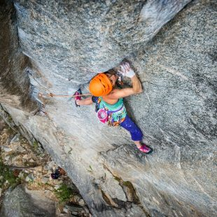 Heather Weidner en China doll 8b+ trad de Boulder Canyon  (Foto: Celin Serbo / Rab)
