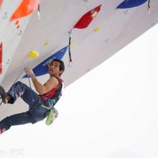 Ramón Julián Ramonet en las semifinales de la primera prueba de la Copa del Mundo de Dificultad 2016 celebrada en Chamonix  (Eddie Fowke - IFSC)