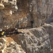 Urko en uno de los expuestos pasos de descenso de la Cima Grande de Lavaredo  (col. Urko Carmona)