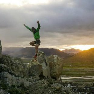 Kilian Jornet entrena en los alrededores de Tingri para su intento al Everest  (Foto: Summits of my Life)