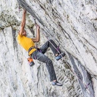 Alex Megos en The prestige 8c+ de Planet X  (Foto: Sonnie Trotter)