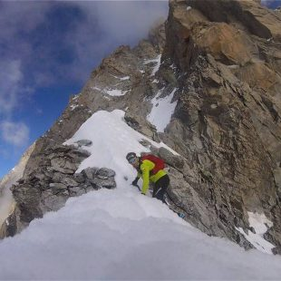 Ueli Steck en la arista Innominata del Mont Blanc (Col. U. Steck)